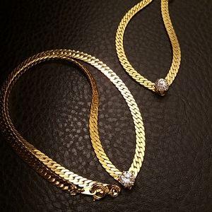 VTG necklace and bracelet set